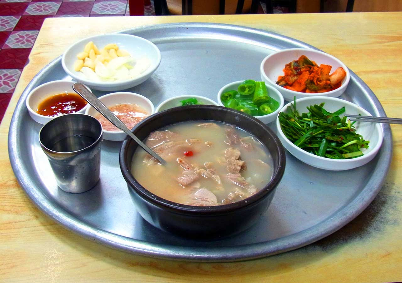 釜山観光 名物料理デジクッパ
