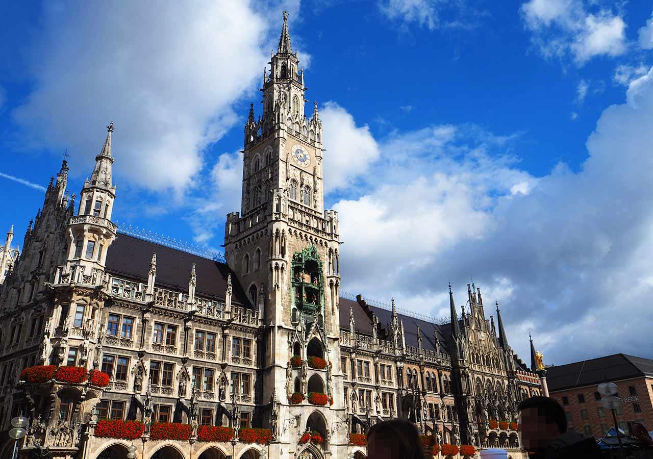 「8月の海外旅行!コスパ最強の治安・気候がいいおすすめの国は?」 ミュンヘンの市庁舎