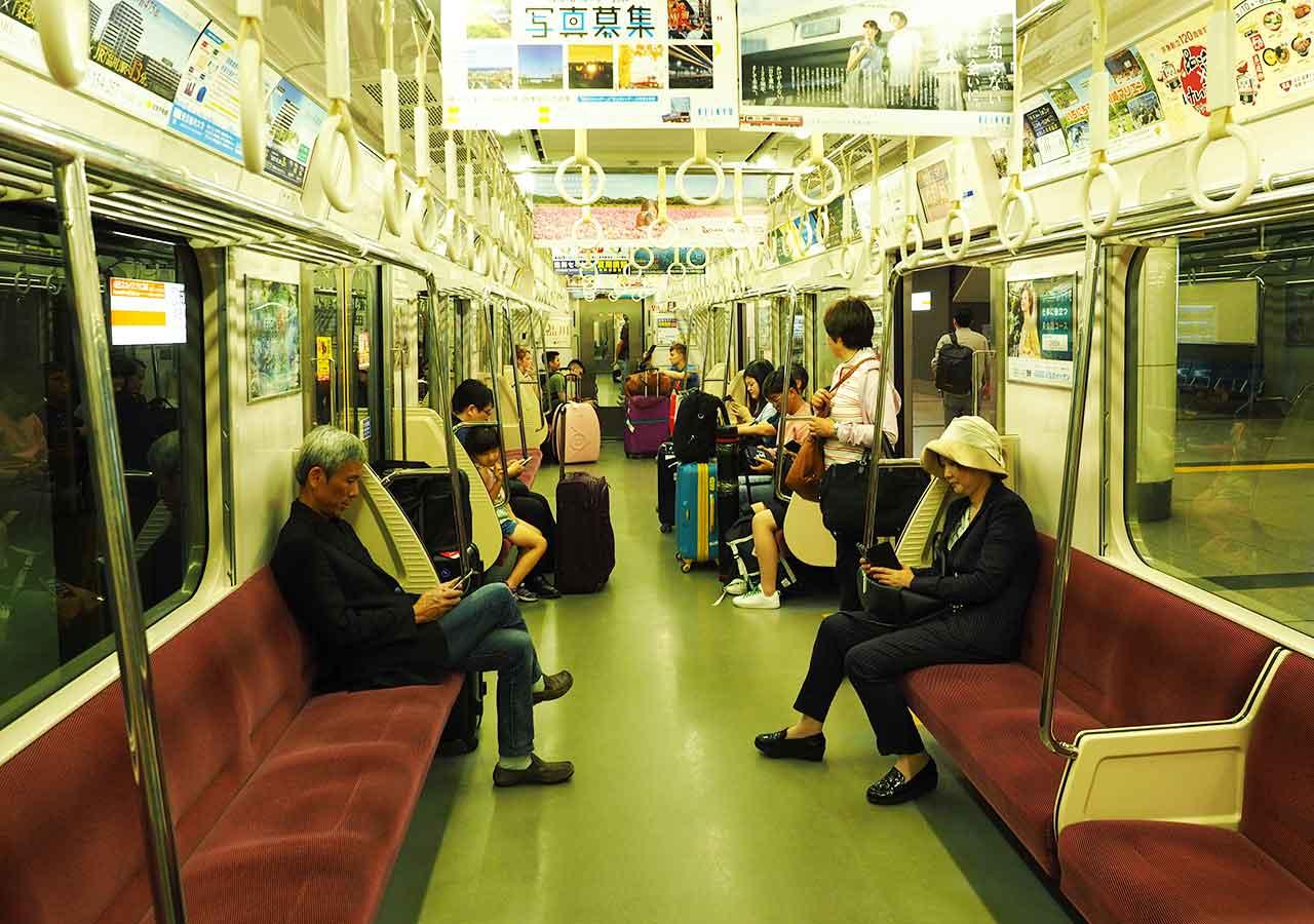 東京 成田空港鉄道駅 成田スカイアクセス・アクセス特急の電車の中