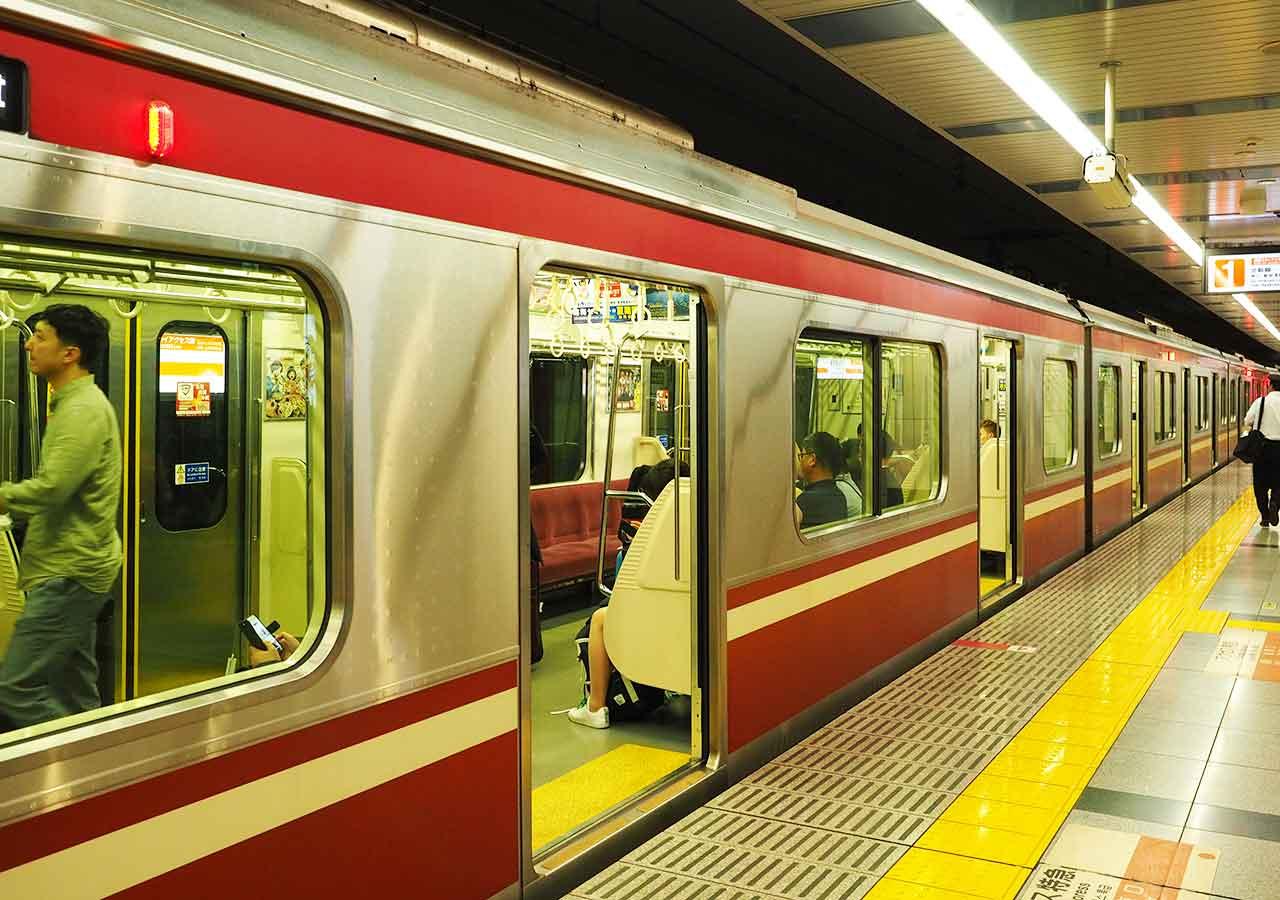東京 成田空港鉄道駅 成田スカイアクセス・アクセス特急の電車