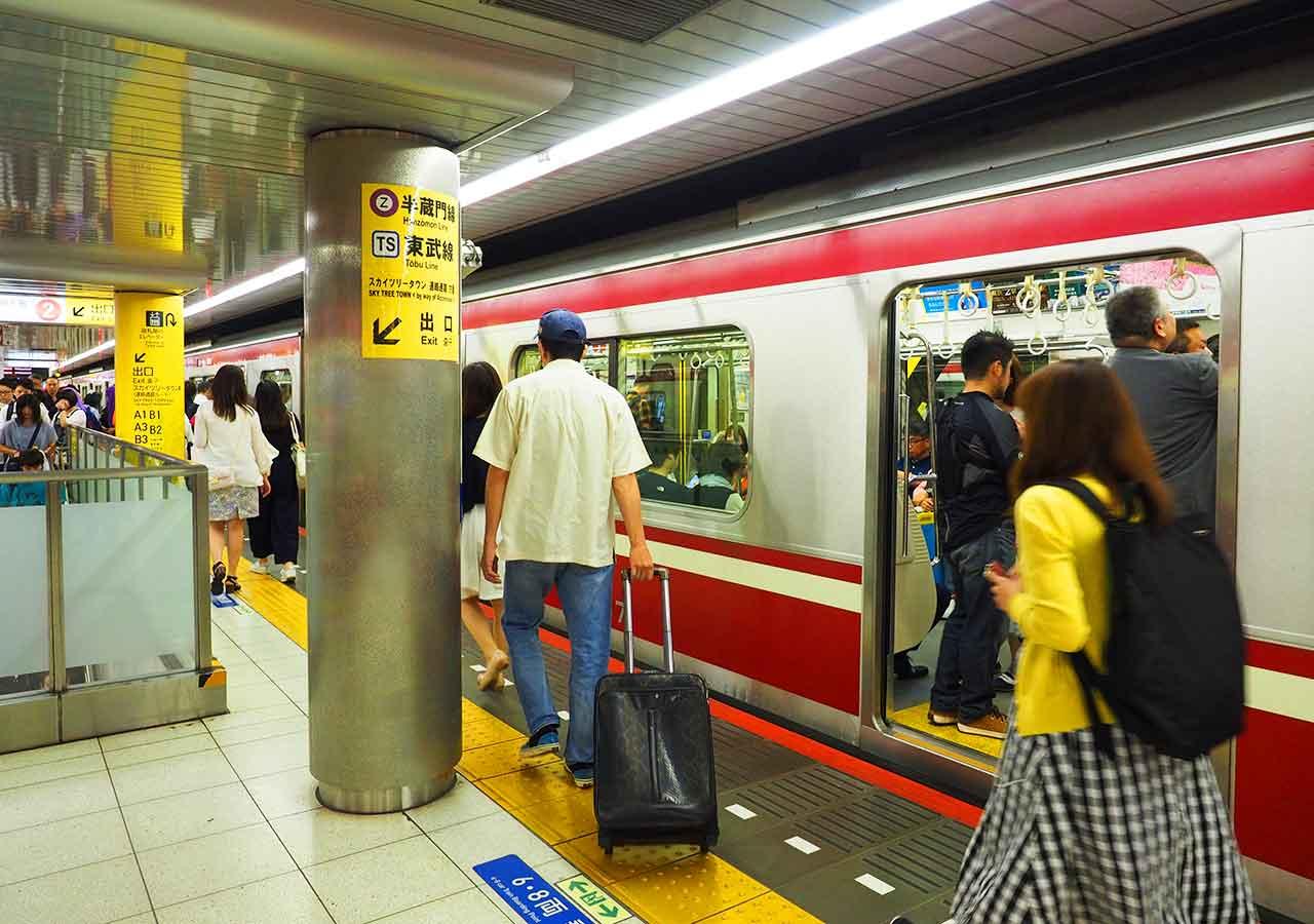 東京 成田空港鉄道駅 押上駅のホーム