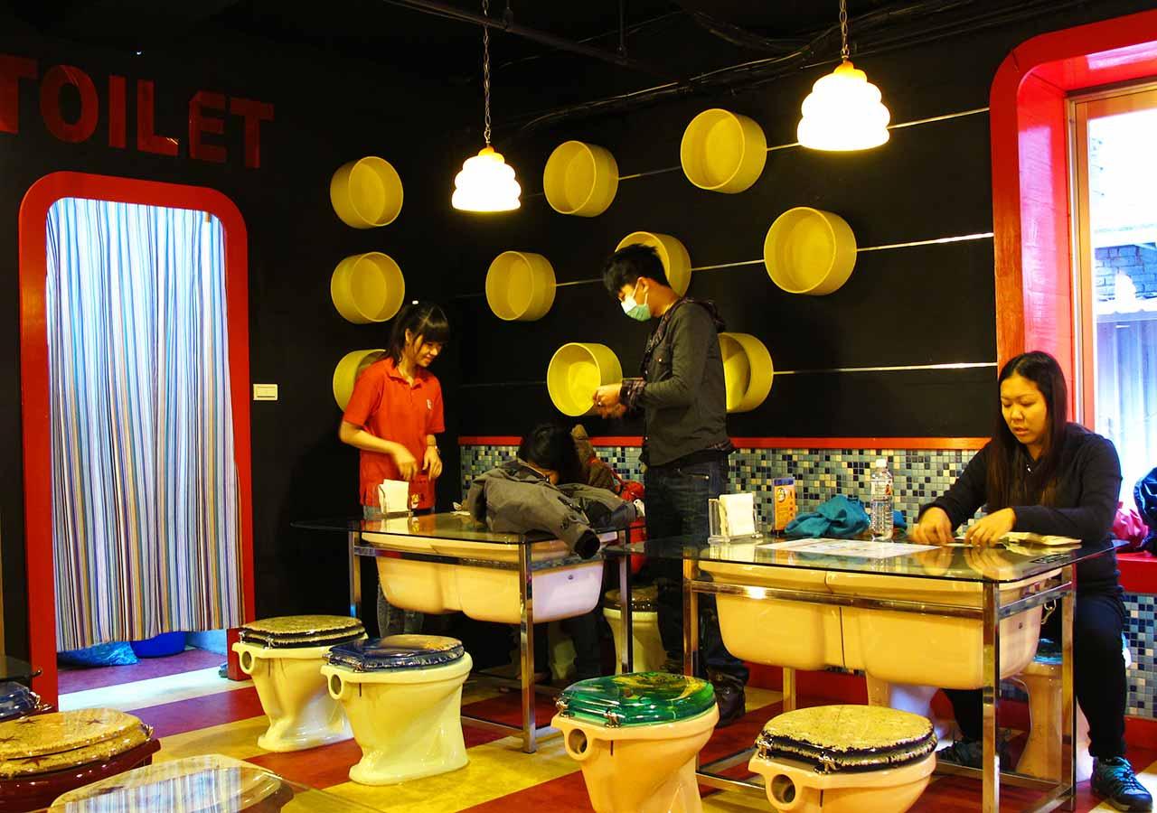 台北観光 西門にある便所欢乐主题餐厅台北