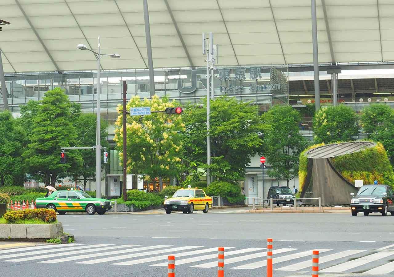 東京 東京駅のTHEアクセス成田の降車駅 目の前の東京駅