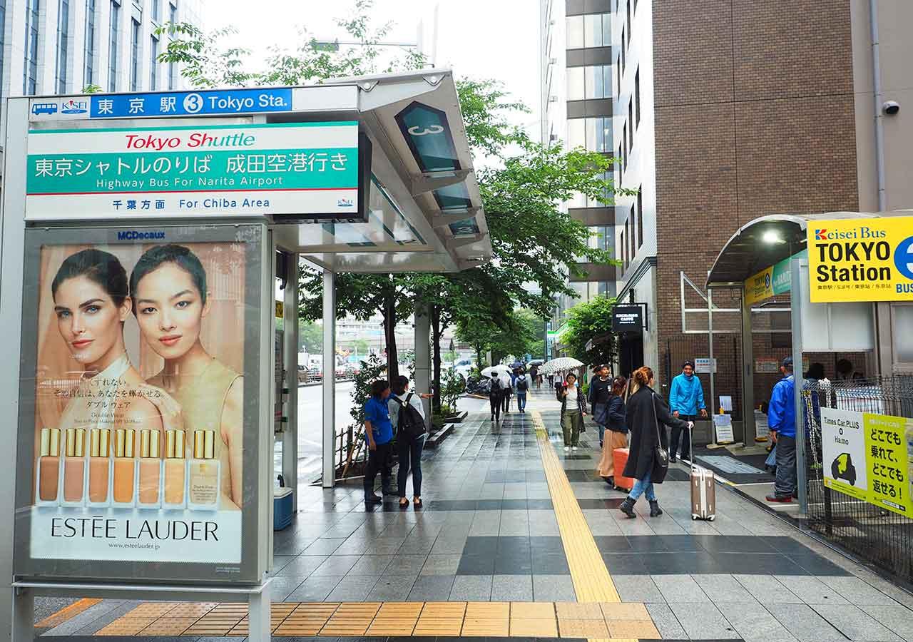 東京 東京駅の東京シャトルの乗り場(京成バス3番乗り場)