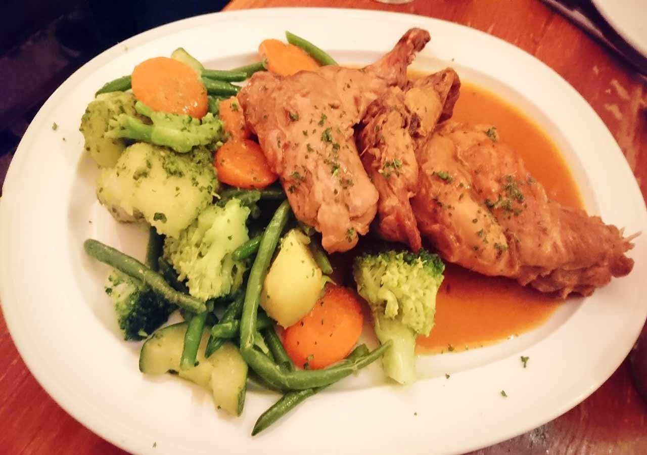 ブリュッセルのおすすめレストラン Fin de Siecle(ファン・ド・スィエークル)のLapin Ala Kriek(ウサギのチェリービール煮込み)