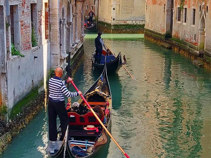 「ベネチアのゴンドラ料金や乗り場!おすすめや安い乗り方を地元民が教えるよ!」 トップ画像
