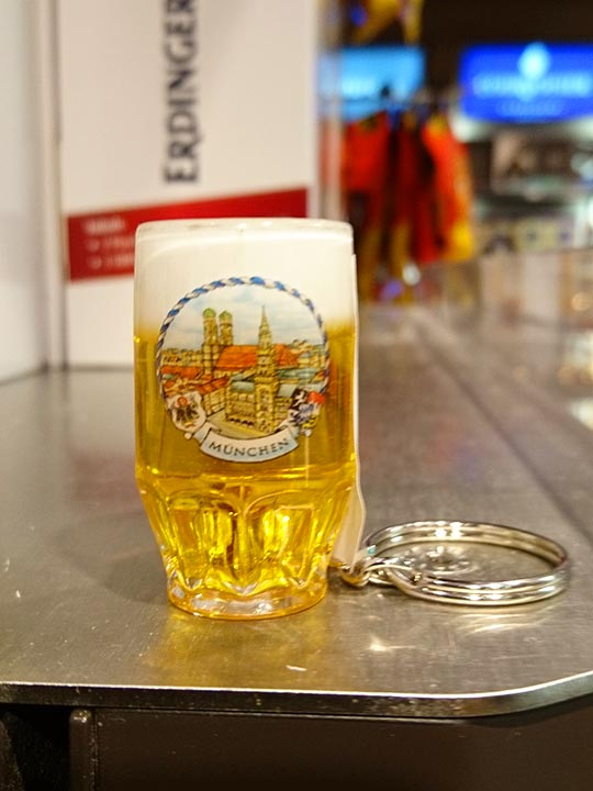 ミュンヘンのお土産 空港のミニビールジョッキ