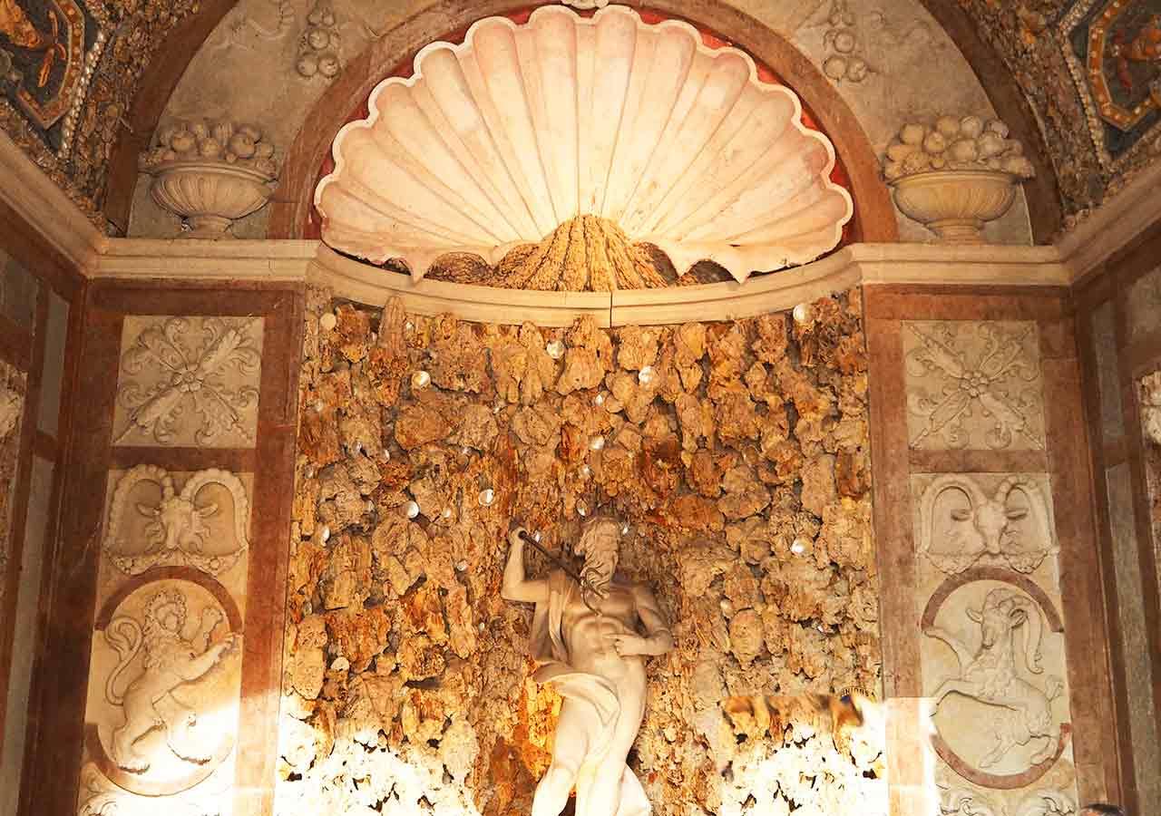 ザルツブルク観光 ヘルブルン宮殿 トリックファウンテン(Trick fountain)のGermaul Water automat