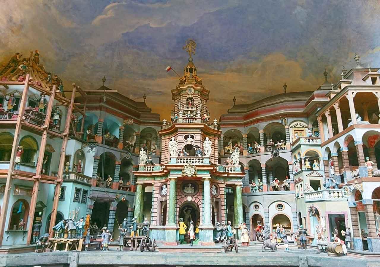 ザルツブルク観光 ヘルブルン宮殿 トリックファウンテン(Trick fountain)の人形劇場(Mechanical Theater)