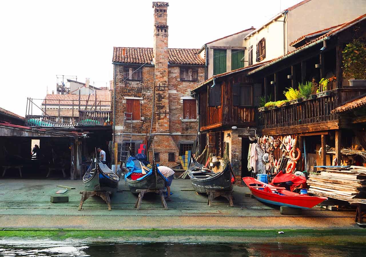 ベネチア観光 スクエーロ・サン・トロヴァーゾ(Squero San Trovaso)