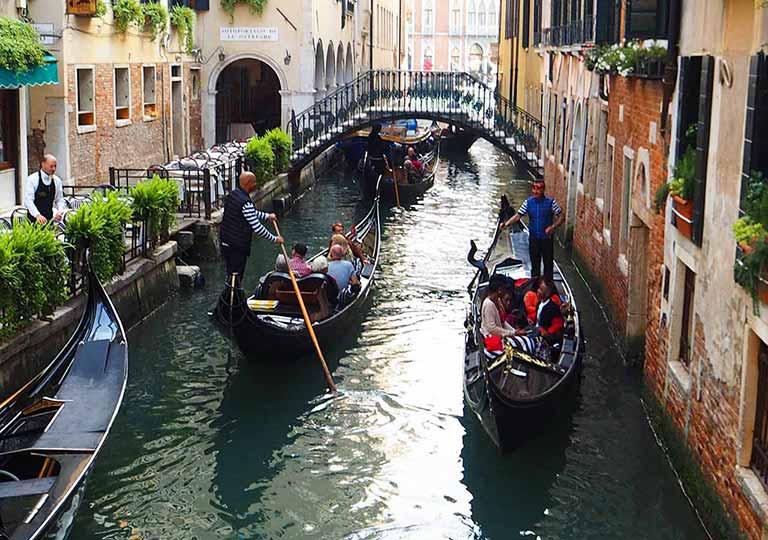 ベネチア観光 ゴンドラセレナーデ(Gondola Serenade)