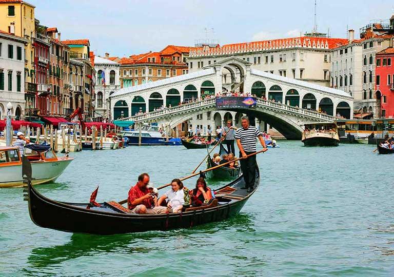 ベネチア観光 ゴンドラの相乗り
