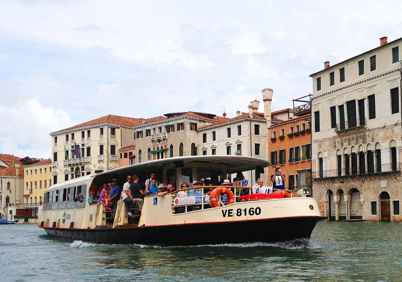 ベネチア観光 水上バス「ヴァポレット(VAPORETTO)」