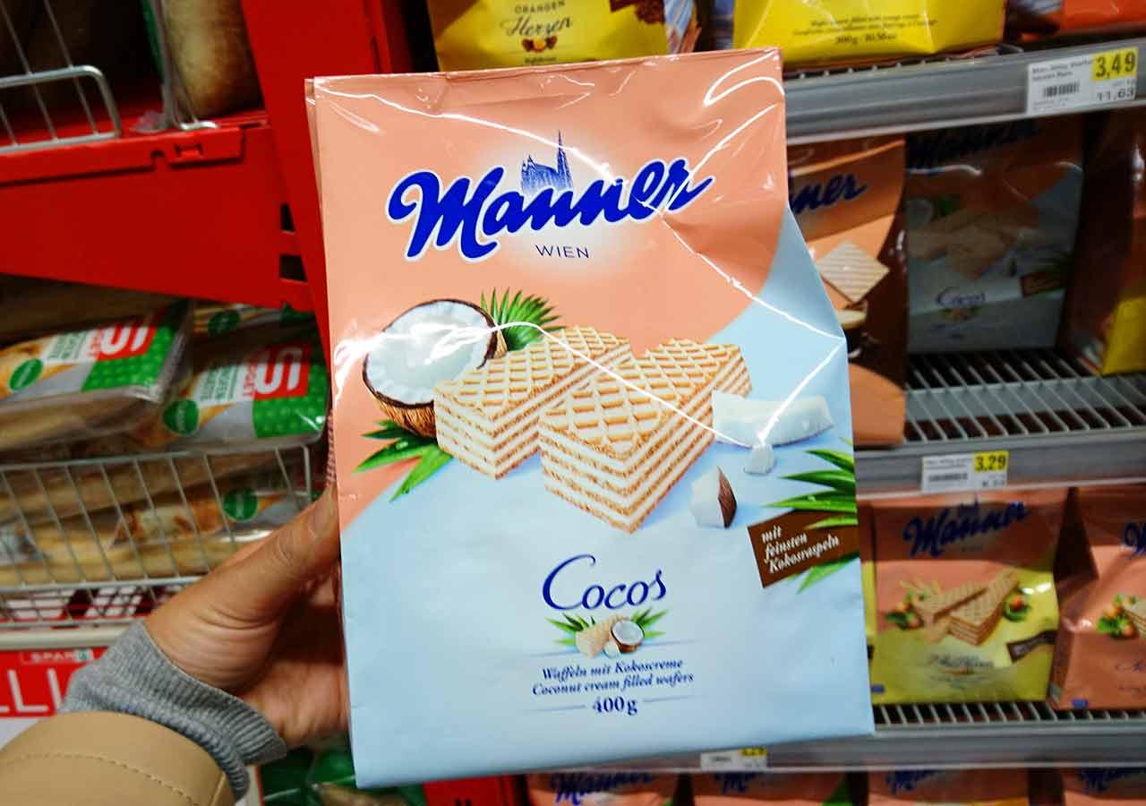 オーストリア・ウィーンのお土産 スーパーのマンナーのウエハース(Manner Waffeln) カカオクリーム