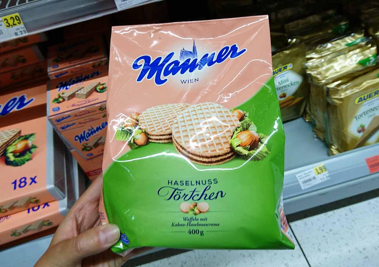 オーストリア・ウィーンのお土産 スーパーのマンナーのウエハース(Manner Waffeln) 丸型ヘーゼルナッツクリーム
