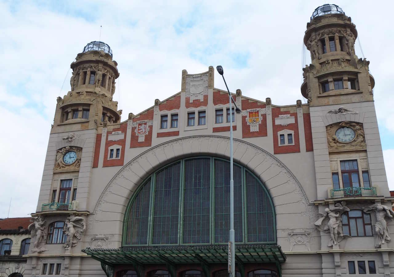チェコ観光 チェスキークルムロフの行き方 プラハ本駅