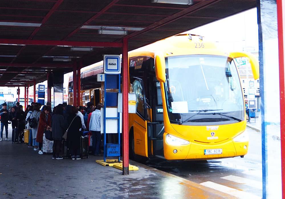 チェコ観光 チェスキークルムロフの行き方 Student AgencyのRegioJetのNa Knížeciバス乗り場1番