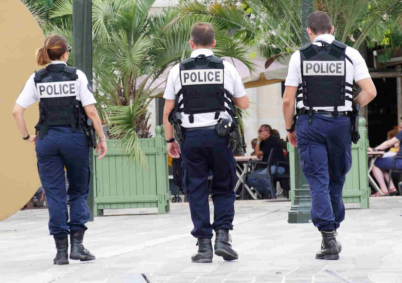 旅行で使える英語フレーズ 警察官の画像
