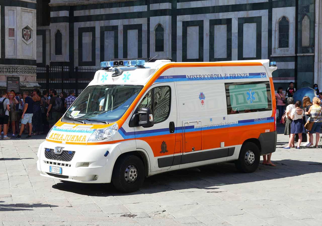 イタリア旅行 注意すべきこと イタリアの救急車