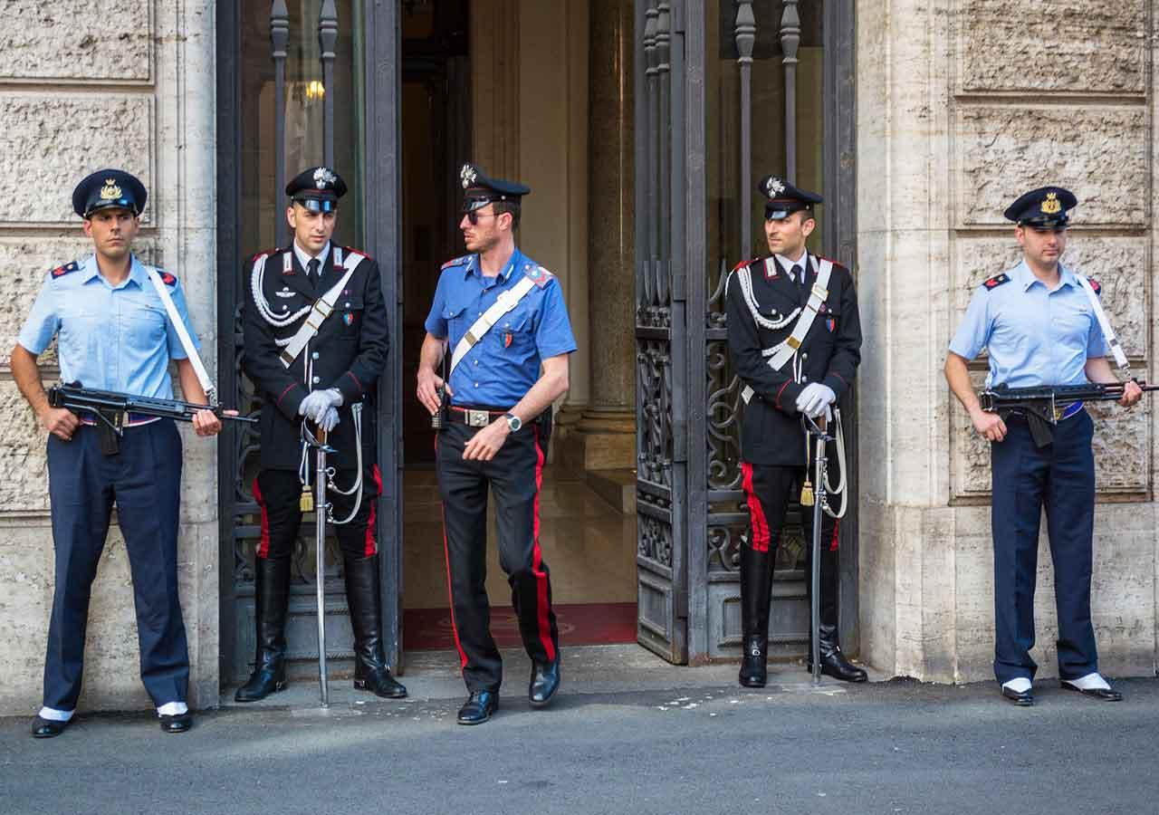 イタリア旅行 注意すべきこと イタリアのカラビニエリ