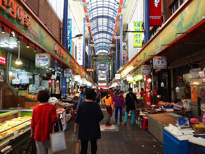 「南浦洞の国際市場はグルメの宝庫!トッポギ・チヂミなど名物グルメ特集!」 トップ画像