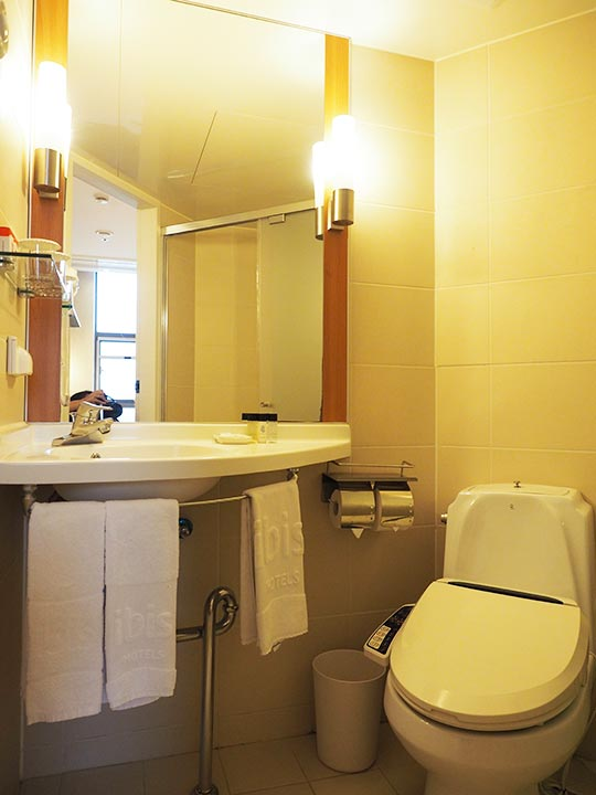 釜山・西面(ソミョン)エリアのホテル イビスアンバサダー釜山シティセンター トイレと洗面台
