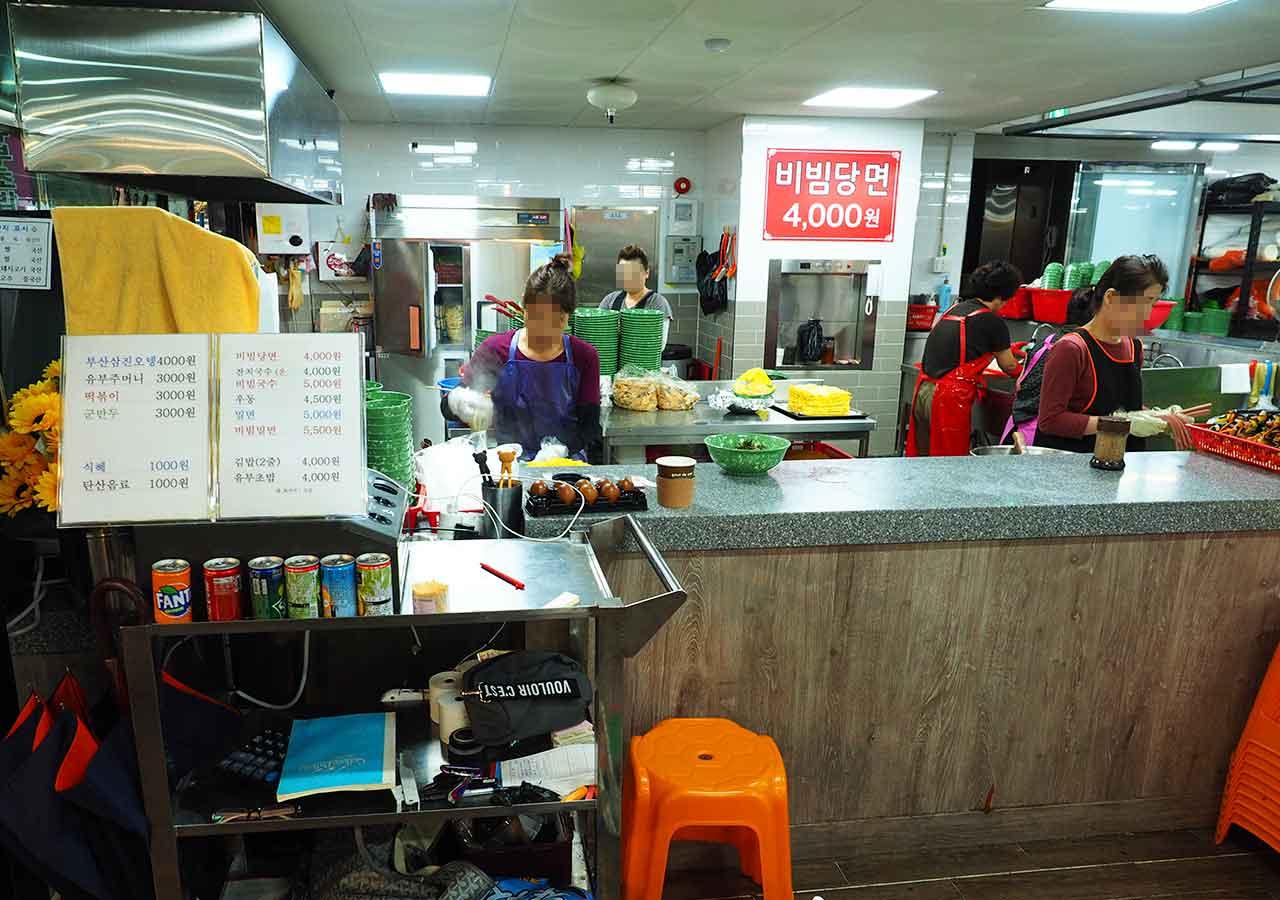 釜山観光 南浦洞(ナンポドン) 国際市場(クッチェシジャン)の食堂 レジ