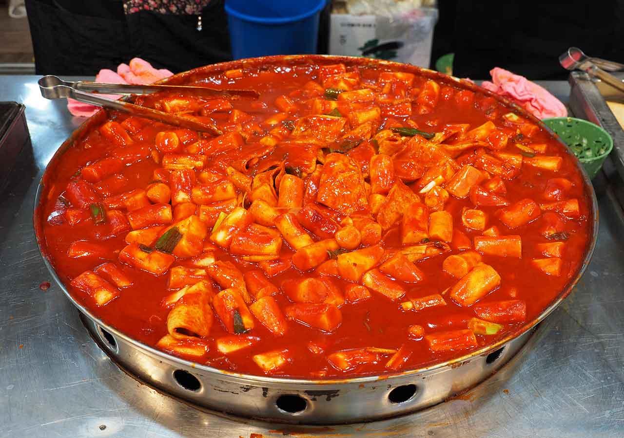 釜山観光 南浦洞(ナンポドン) 国際市場(クッチェシジャン)の食堂 トッポギ