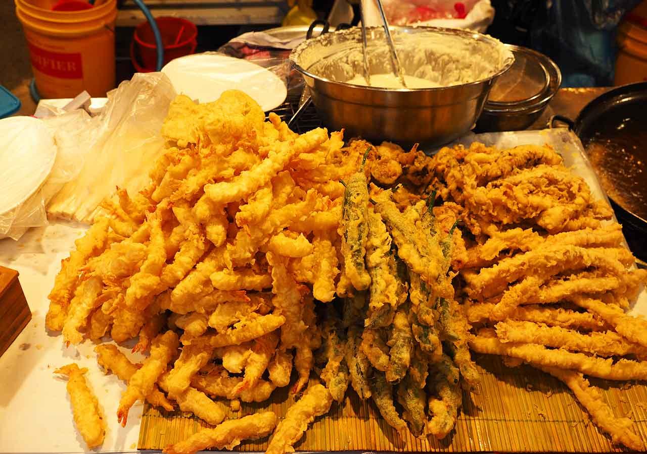 釜山観光 南浦洞(ナンポドン) 国際市場(クッチェシジャン)の屋台 野菜のてんぷら
