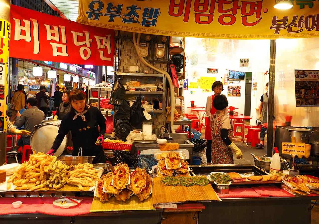 釜山観光 南浦洞(ナンポドン) 国際市場(クッチェシジャン)の屋台