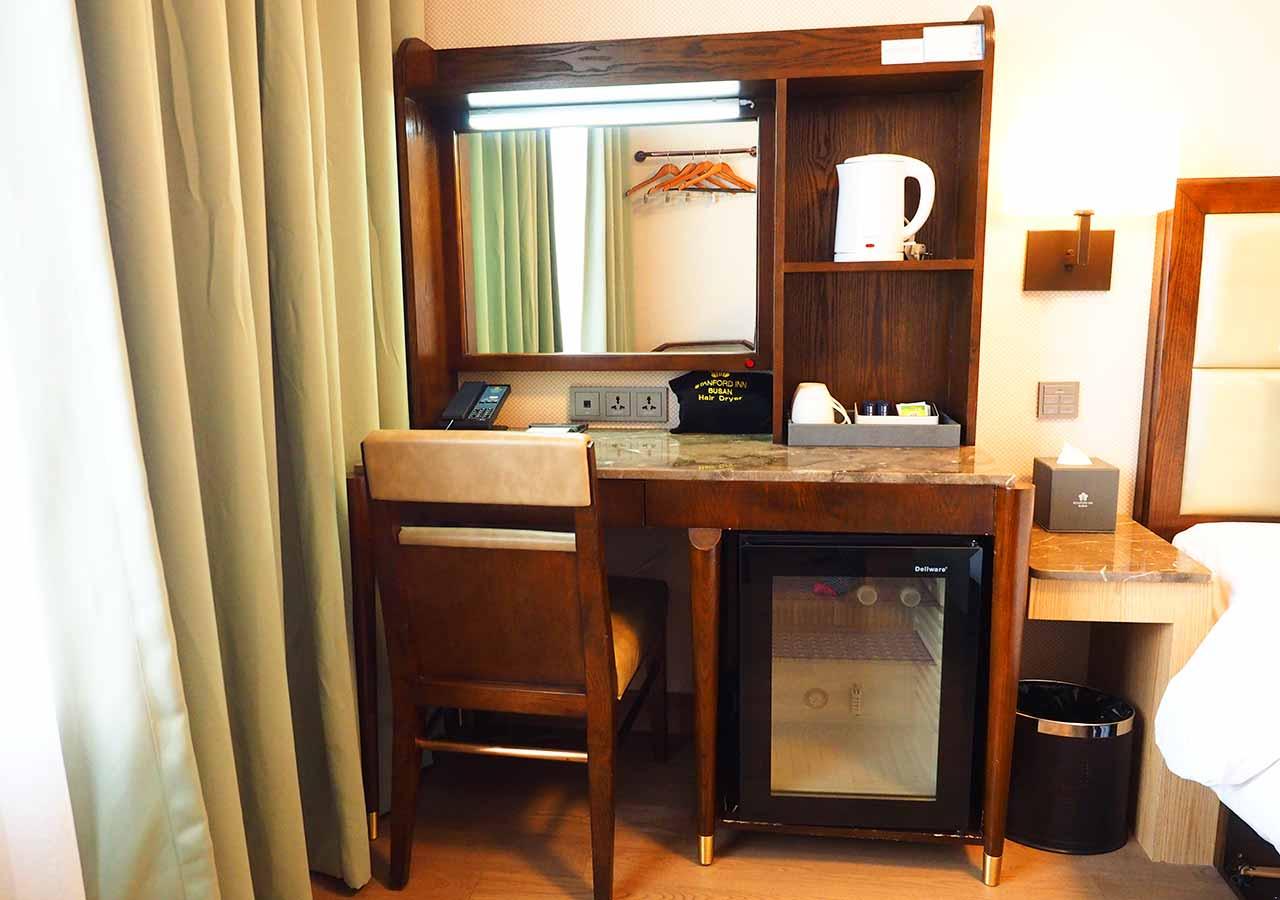 釜山・南浦洞のおすすめホテル スタンフォードイン釜山 客室のデスク