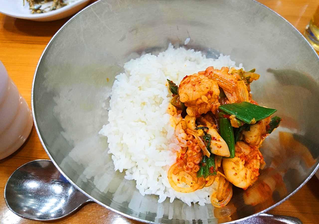 釜山の西面グルメ ナクチポックンのお店「ケミチプ」 ナクチポックンとご飯