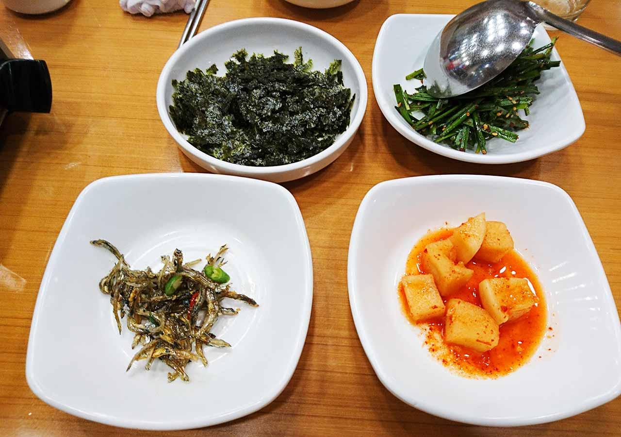 釜山の西面グルメ ナクチポックンのお店「ケミチプ」 小鉢