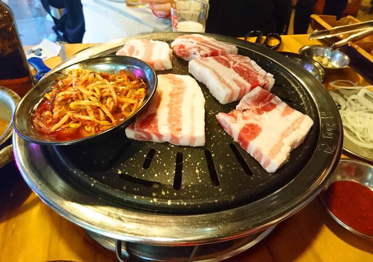 釜山の西面グルメ サムギョプサルレストラン 무한한판8.8 豚バラ肉