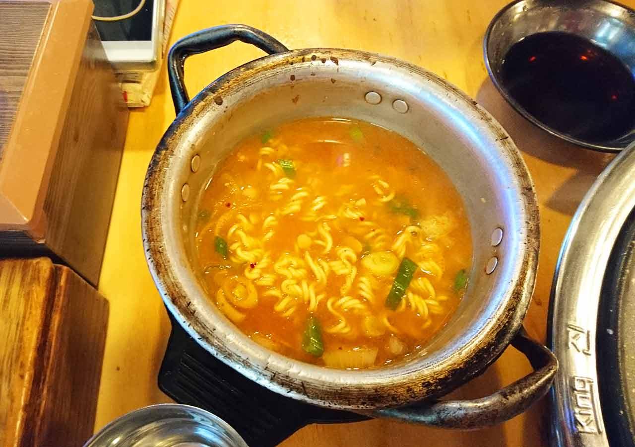釜山の西面グルメ サムギョプサルレストラン 무한한판8.8 味噌ラーメン