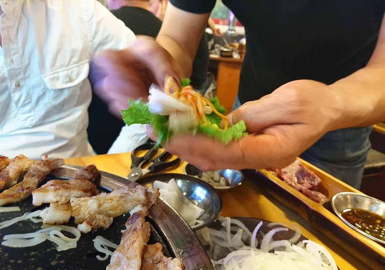 釜山の西面グルメ サムギョプサルレストラン 무한한판8.8 食べ方指導