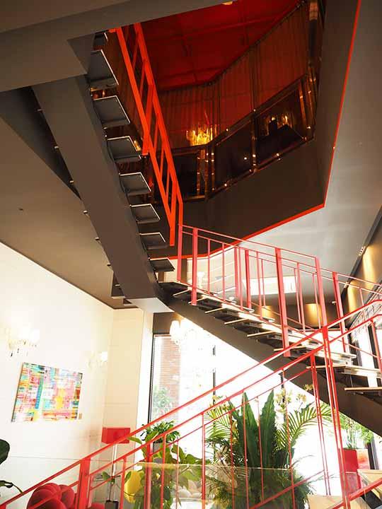 釜山・西面(ソミョン)エリアのおすすめホテル サウスバンデコホテルのレストランに行く階段