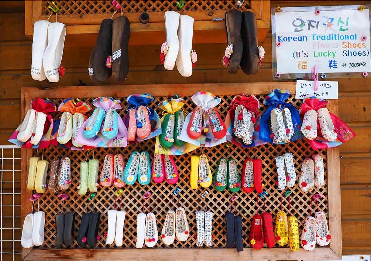 韓国・釜山(プサン)のお土産 伝統・民族グッズ 甘川文化村のお土産屋さん