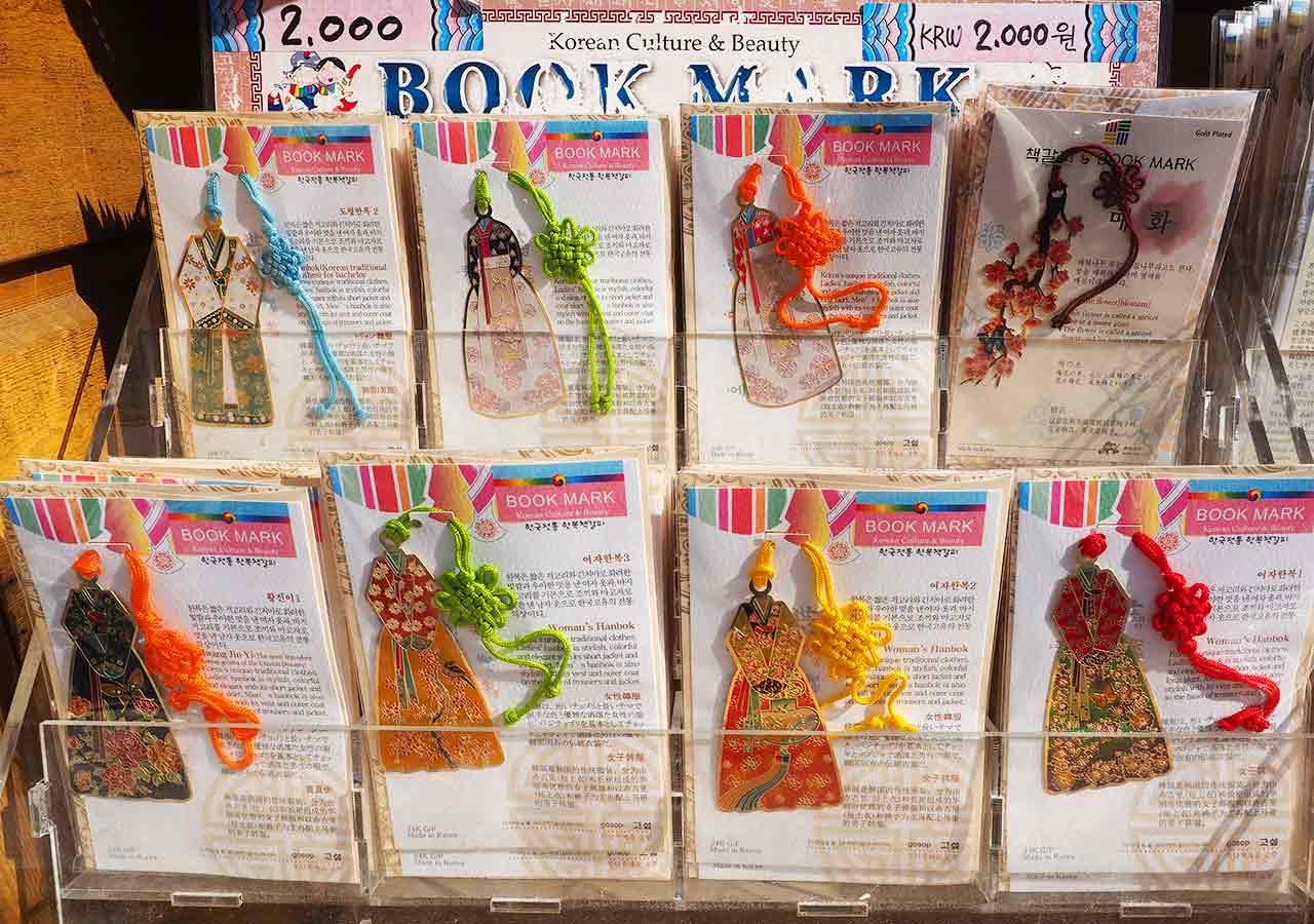 韓国・釜山(プサン)のお土産 伝統・民族グッズ チマチョゴリデザインのしおり