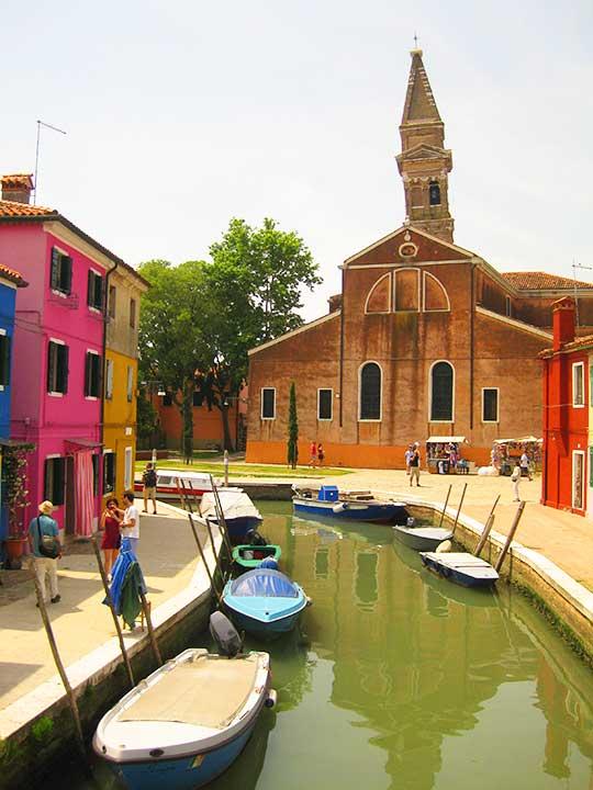 ベネチアの離島ブラーノ島 斜塔