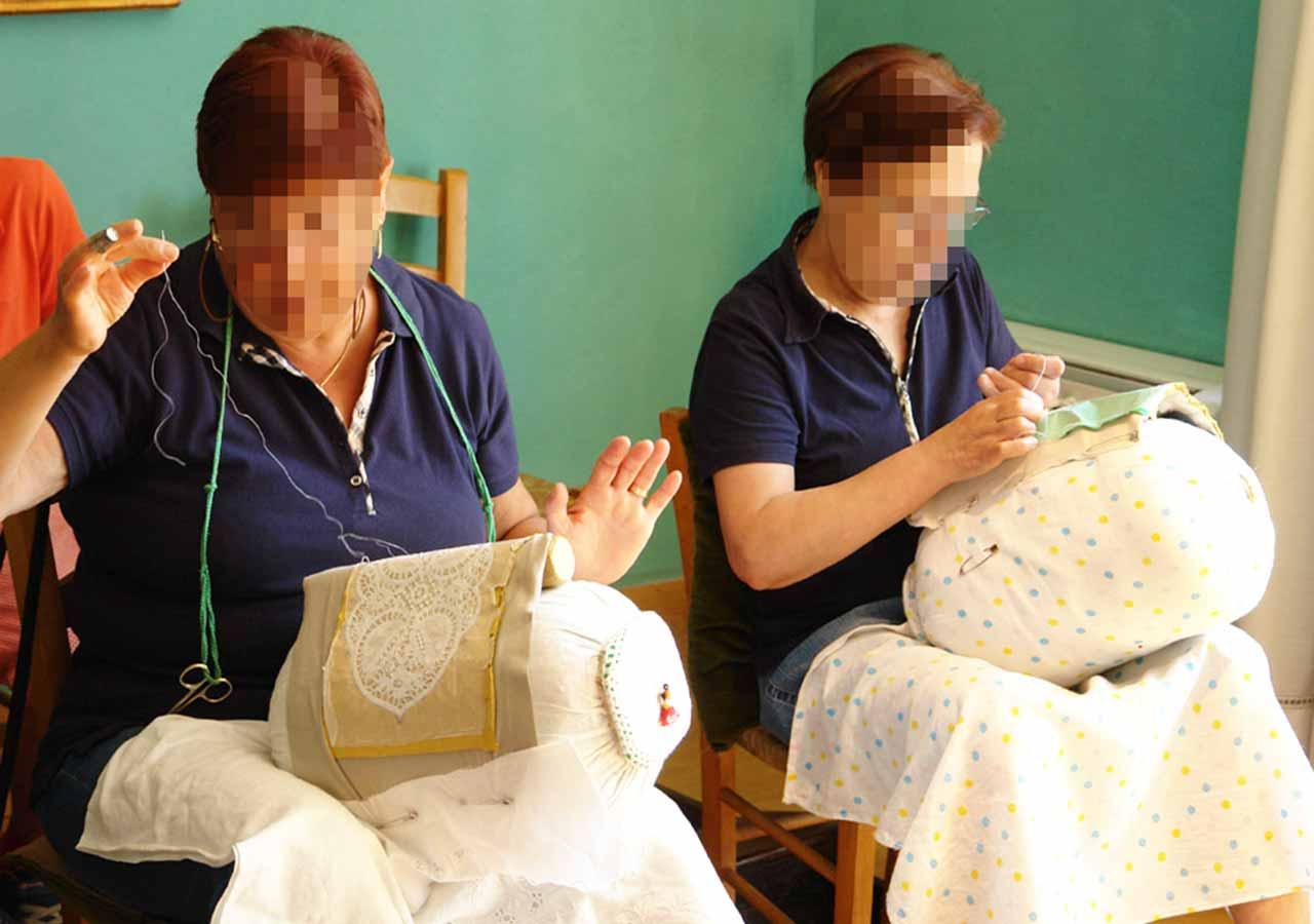ベネチアの離島ブラーノ島 伝統工芸のレース編みの様子