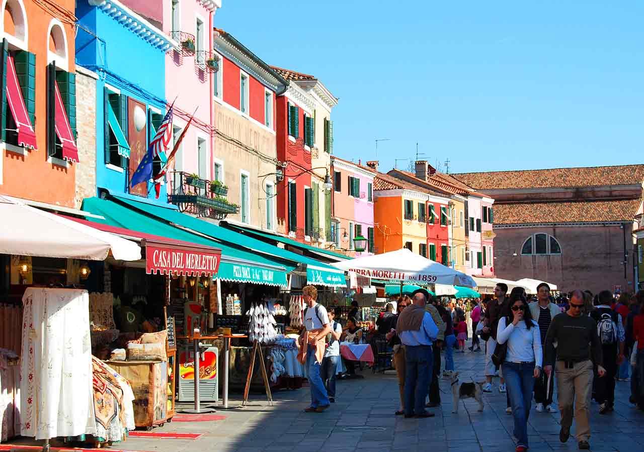 ベネチアの離島ブラーノ島 レース編み製品の店舗