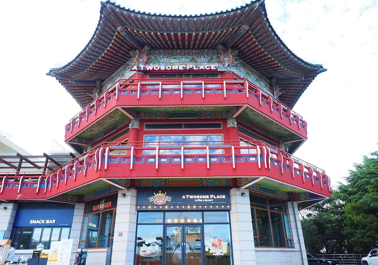 釜山観光 釜山タワーの隣の建物 BURGER VIPS A TWOSOME PLACE