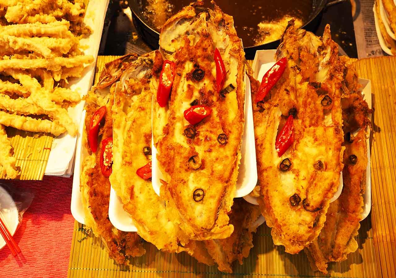釜山観光 国際市場の屋台 魚の揚げ物