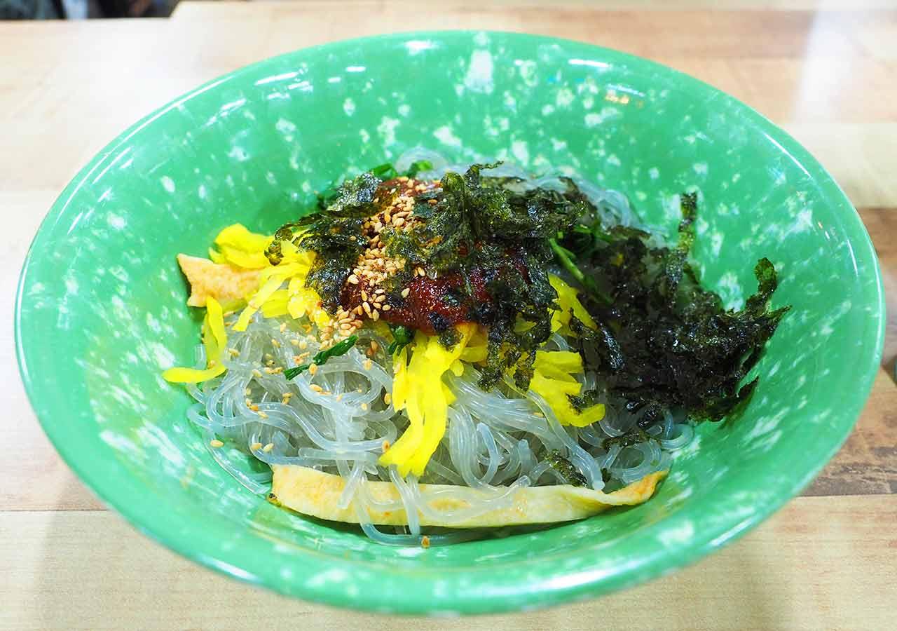 釜山観光 国際市場の屋台 ビビン麺