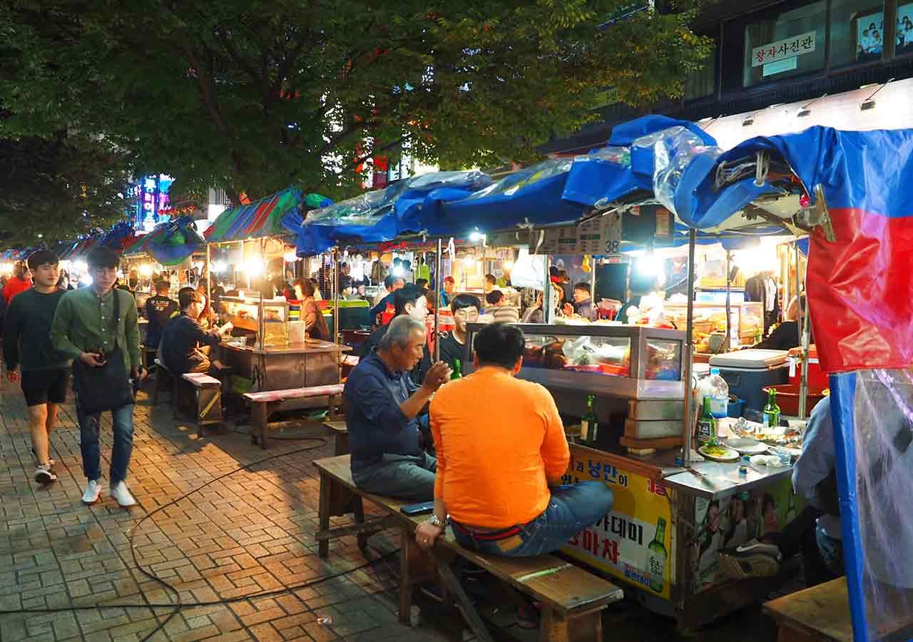 釜山観光 BIFF広場の屋台 元祖キンパッ通り