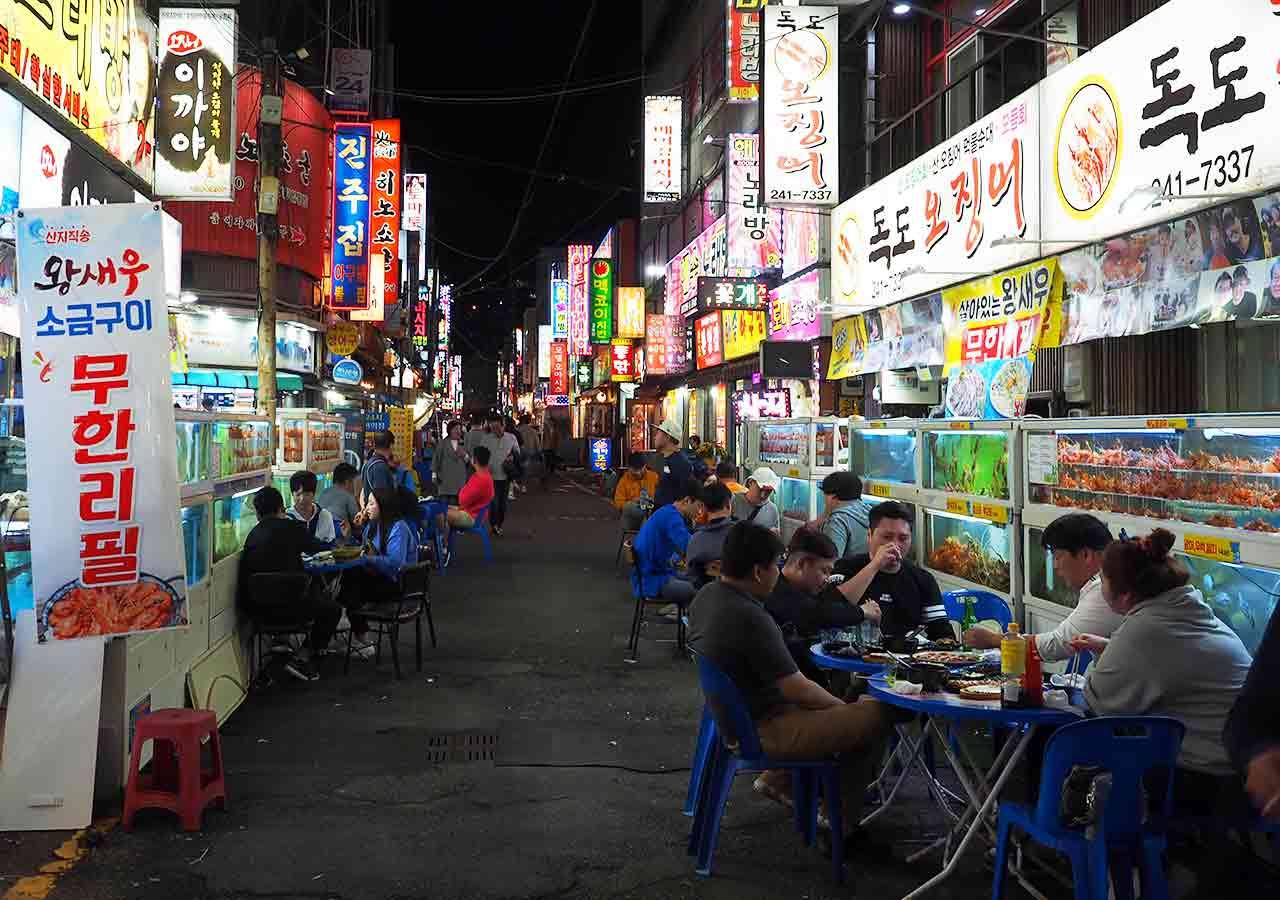 釜山観光 BIFF広場の屋台 海鮮レストランストリート