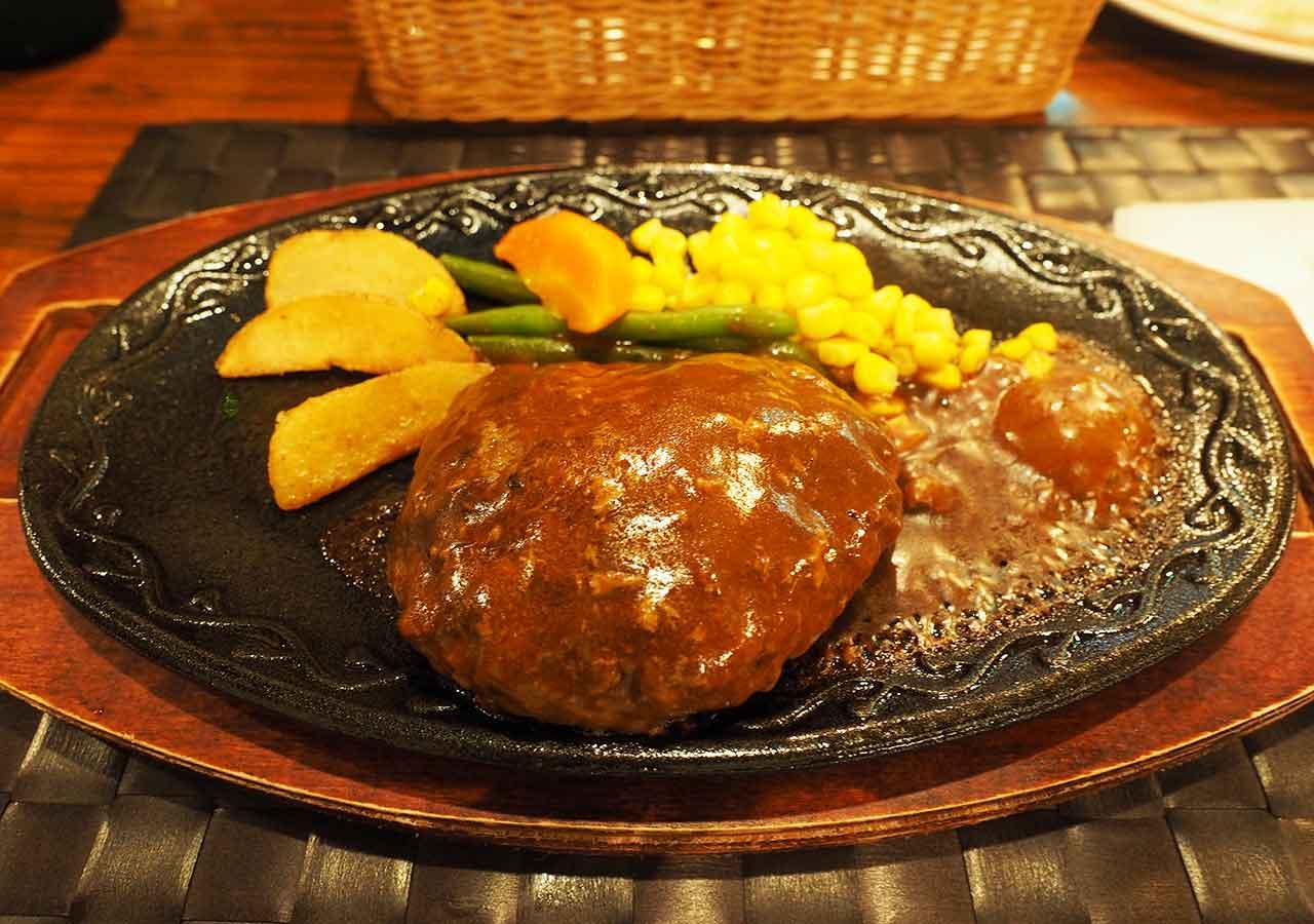 熊本県阿蘇 エル・パティオ牧場 夕食の赤牛ハンバーグ