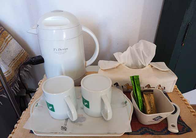 熊本県阿蘇 エル・パティオ牧場 部屋のケトル・コーヒーなど