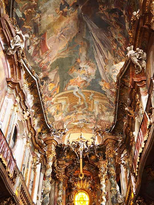 ミュンヘン観光 アザム教会(Asamkirche)のフレスコ画 「聖ヨハン ネポムクの生涯(Life of Saint Nepomuk)」